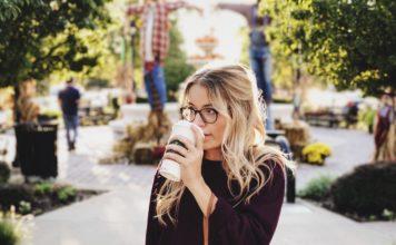 Klimakterium: czy picie kawy powoduje uderzenia gorąca