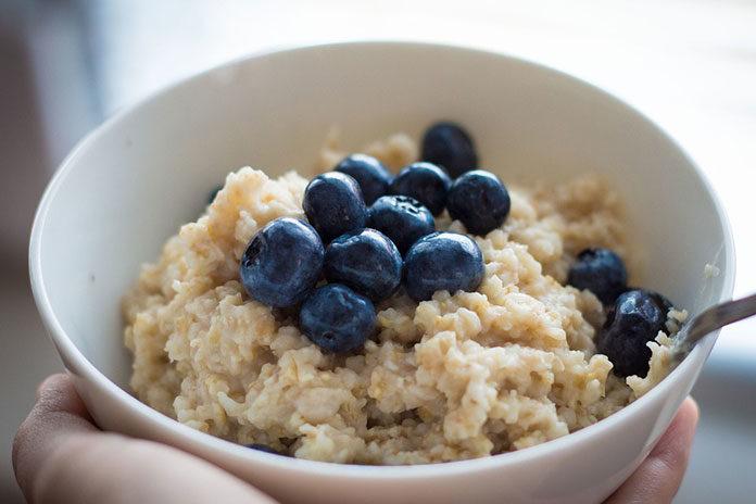 Pomysł na ciepłe i kolorowe śniadanie jesienią i zimą