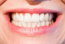 Jak używać nici dentystycznej?